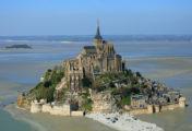 Locations de vacances au Mont Saint-Michel: des phénomènes marins aux sites emblématiques