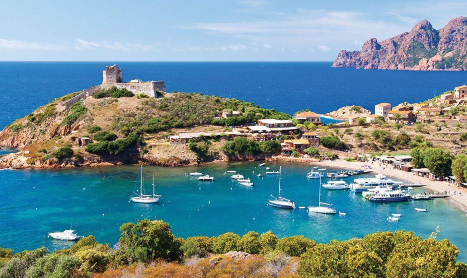 Voyager autrement en Corse en optant pour une location de voiture